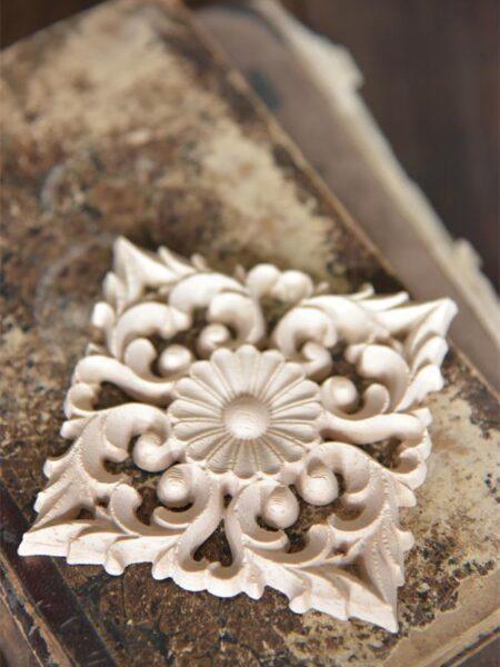 Træ ornament - 8 x 8 cm åben