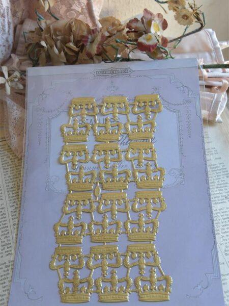 1 Ark guldfarvede kongekroner 4 cm