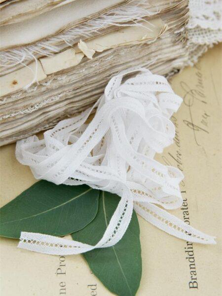 Bændel med hulmønster - hvid
